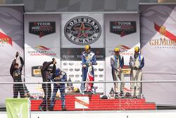 P1领奖台: 获胜者 Scott Pruett, Memo Rojas, 第二名 Alex Brundle, Gustavo Yacaman, 第三名 Christian Fittipaldi, Jo