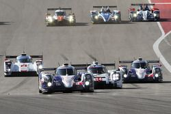 Départ : #8 Toyota Racing Toyota TS040-Hybrid: Anthony Davidson, Nicolas Lapierre, Sebastien Buemi