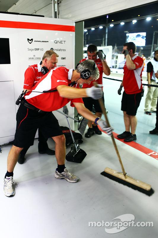 Damon Hill, Sky Sports Sunucusu ve Johnny Herbert, Sky Sports F1 Sunucusu ve Marussia F1 Takımı meka