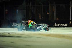 Sergio Pérez bloque ses roues au freinage