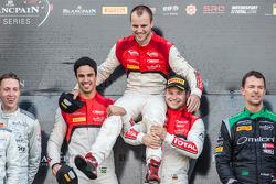 Pro Cup pódio: vencedores Cesar Ramos, Laurens Vanthoor, Christopher Mies