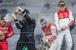 Pro Cup pódio: champanhe para Laurens Vanthoor e Christopher Mies