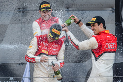 Pro Cup pódio: champagne for Cesar Ramos, Laurens Vanthoor, e Christopher Mies