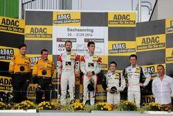 Podium: 1ers Kelvin van der Linde, René Rast, 2èmes Christian Engelhardt, Jaap van Lagen, 3èmes Dominik Baumann, Claudia Hürtgen