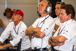 Dr. Wolfgang Ullrich watching qualifying with Dindo Capello, Reinhold Joest and Benoit Tréluyer