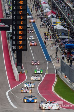 PC cars head out of pit lane for the formation lap