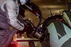 #20 Porsche Team Porsche 919 Hybrid refuelling
