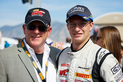 Scott Bove(PWC主席和CEO)和Robert Thorne(K-PAX Racing)