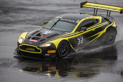 #32 Leonard Motorsport Aston Martin Vantage GT3: Stuart Leonard, Paul Wilson, Michael Meadows : Perte de contrôle