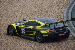 #32 Leonard Motorsport Aston Martin Vantage GT3: Stuart Leonard, Paul Wilson, Michael Meadows spins out of control