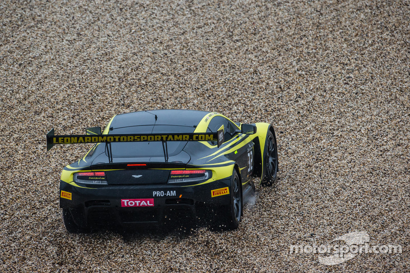 #32 Leonard Motorsport 阿斯顿马丁 Vantage GT3: 斯图尔特·伦纳德, 保罗·威尔森, 迈克尔·梅多斯 失控