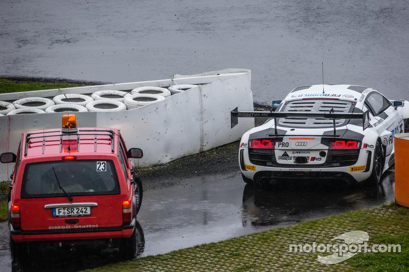 #26 Sainteloc Racing Audi R8 LMS Ultra: Stéphane Ortelli, Edward Sandström, Grégory Guilvert com problemas
