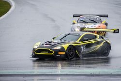 #32 Leonard Motorsport 阿斯顿马丁 Vantage GT3: 斯图尔特·伦纳德, 保罗·威尔森, 迈克尔·梅多斯