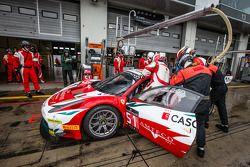 Arrêt au stand - #51 AF Corse Ferrari 458 Italia: Filipe Barreiros, Peter Mann, Francisco Guedes