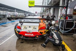 Pit stop for #10 TDS Racing BMW Z4: Eric Clément, Benjamin Lariche, Nicolas Armindo
