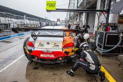 Pit stop para o # 10 TDS Racing BMW Z4: Eric Clément, Benjamin Lariche, Nicolas Armindo
