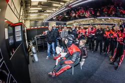 Belgian Audi Club Team WRT : L'équipe regardee la course