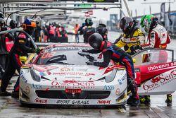 Pit stop per # 42 Sport Garage Ferrari 458 Italia: Gilles Vannelet, Paul Surand, Michael Petit