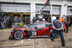 Pit stop para o #38 MP Motorsport AMR Aston Martin Vantage GT3: Mark Poole, Richard Abra, Joe Osborn