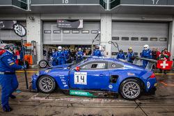 Pit stop para o # 14 Emil Frey Racing G3 Jaguar: Jonathan Hirschi, Gabriele Gardel, Fredy Barth, Emi