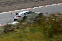 宝马施尼策车队宝马M4 DTM车手马丁·汤姆齐克