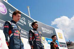 Vencedor corrida Carlos Sainz Jr., segundo lugar Pierre Gasly, terceiro lugar Matthieu Vaxiviere
