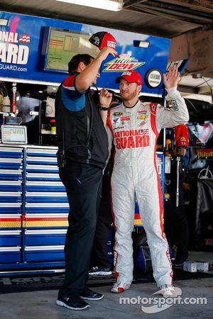 Dale Earnhardt Jr., Hendrick Motorsports Chevrolet avec son chef d'équipe Steve Letarte