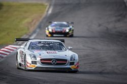 #82 GT Russian Team 梅赛德斯 SLS AMG GT3: 阿历克谢·瓦西里耶夫, 卡里姆·阿尔阿扎里, 马尔科·阿斯玛