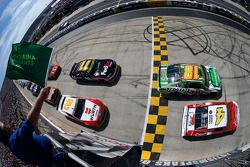 Start: Kevin Harvick, Stewart-Haas Racing Chevrolet lider
