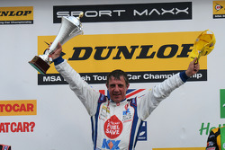 Ronde 26 racewinnaar Jason Plato, MG KX Clubcard Fuelsave