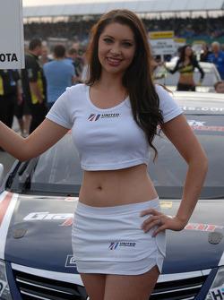 United Autosports pitspoes