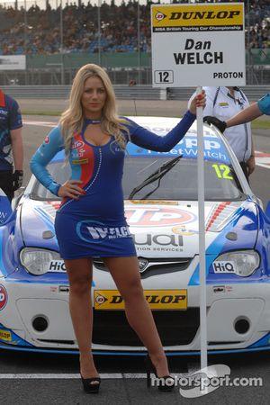Welch Motorsport 起步线女孩