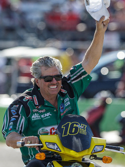 John Force viert de overwinning van zijn dochter Courtney in Top Fuel Funny Car