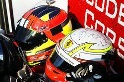 Ferrari pilot kaskları
