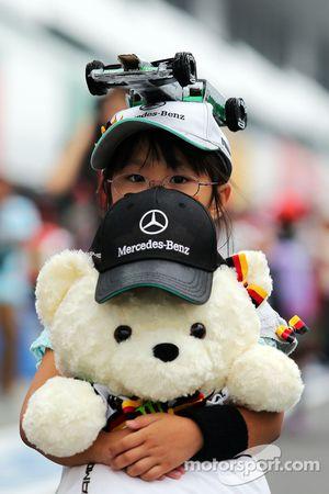 Un giovane Nico Rosberg, Mercedes AMG F1 fan