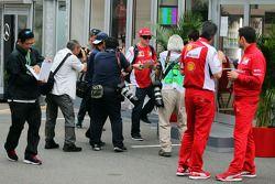 Kimi Raikkonen, Ferrari firma autografi per i fan
