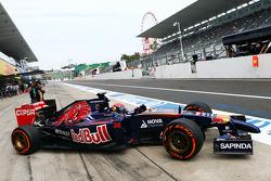 Max Verstappen, Scuderia Toro Rosso STR9 Testrijder, verlaat de pits