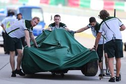 The Caterham CT05 of Kamui Kobayashi, Caterham is recovered back to the pits after he crashed in the