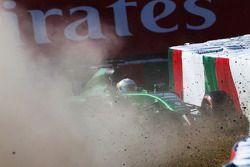 Kamui Kobayashi, Caterham CT05 perde il controllo dell'auto e fa un incidente nella seconda parte delle prove