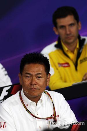 Yasuhisa Arai, Honda Motorsport Chief Officer, in de FIA-persconferentie