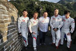 De Citroën-coureurs met Yves Matton op de Chinese muur