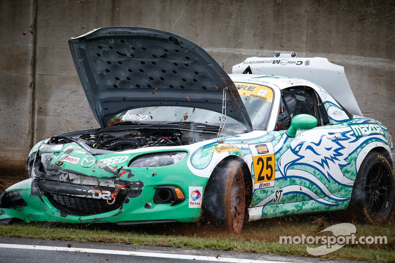 Kaza yapan: #25 Freedom Autosport Maxda MX-5: Mat Pombo, Mark Pombo