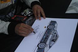 Andy Lally imza atıyor