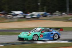 #17 Falken Tire Porsce Takımı 911 GT3 RSR: Wolf Henzler, Bryan Sellers, Marco Holzer