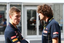 (Da sinistra a destra): Daniil Kvyat, Scuderia Toro Rosso con Marco Matassa, Ingegnere di pista Scuderia Toro Rosso