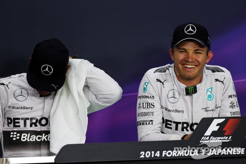 Lewis Hamilton, Mercedes AMG F1 y Nico Rosberg, Mercedes AMG F1 en la conferencia de prensa de la FIA