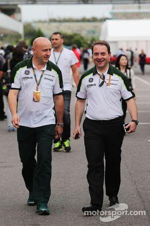 (Da sinistra a destra): Miodrag Kotur, Caterham F1 Team, Team Manager con Dr. Manfredi Ravetto, Cate