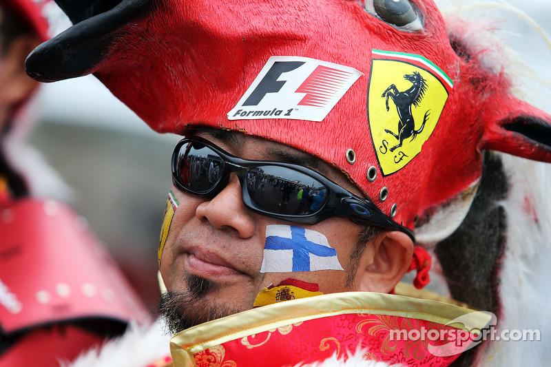 Taraftarlar ve atmosfer - Ferrari hayranı