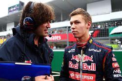 Startaufstellung: Daniil Kvyat, Scuderia Toro Rosso; Marco Matassa, Renningenieur Scuderia Toro Ross