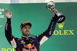 Sebastian Vettel, Red Bull Racing, viert zijn derde positie op het podium